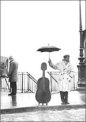 Carte postale Un musicien sous la pluie